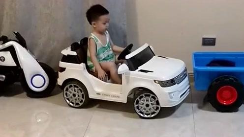 在没有考下驾照来之前,看到这孩子操作是小意思,等有驾照之后还不如小孩