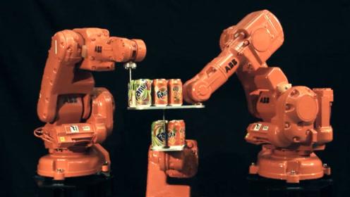 国外工程师生产出机械臂之后竟然还得亲身实验,这画面堪比大摆锤啊!