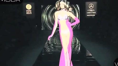 玫红色拼接长裙,太考验肤色了,幸好模特hold住了