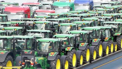 世界最大拖拉机的运输,整整齐齐的排量,有点阅兵的感觉