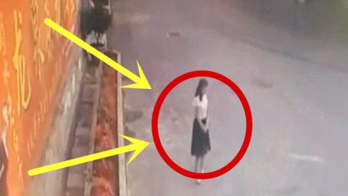 少妇路边等候丈夫归来,下秒三观尽毁,不是监控谁敢信!