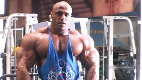 健美界的老炮,46岁高龄依然坚持健身,并取得奥赛第三的成就