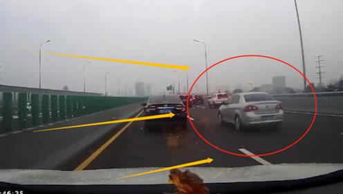 高速路上银色轿车找事,强行变道别停视频车,网友:没遭受过社会的毒打