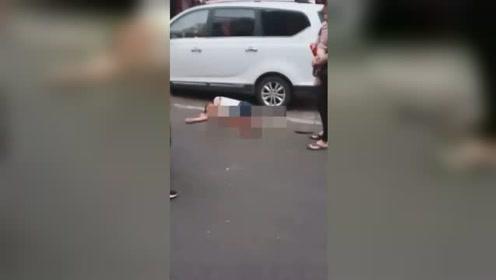 疑因感情纠葛男子当街被砍断双脚 15分钟后嫌疑人投案自首