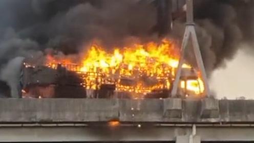 突发!广州南二环高速一货车被大火吞没,现场实施全封闭交通管制
