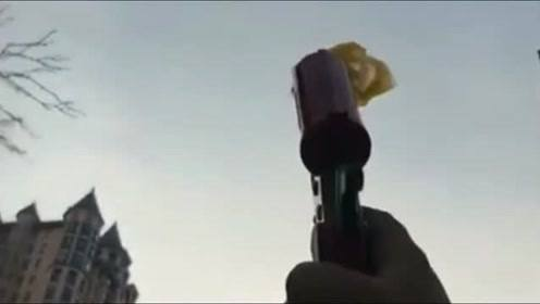 在小区捡到了一个信号枪,打出去的那一刻,瞬间把我逗笑了!
