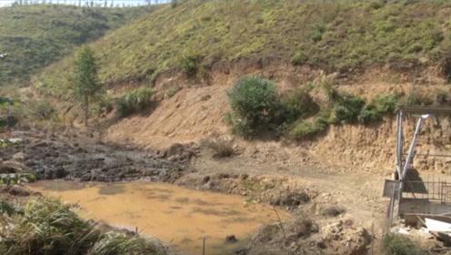 无良!近万人使用的自来水取水点,上游村民却建养猪场