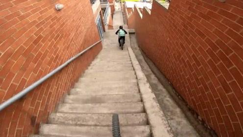 山地车比赛:城市下坡赛道