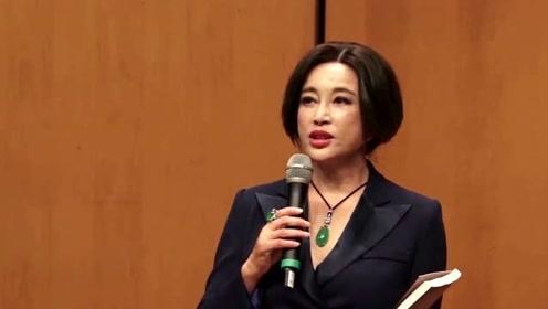 67岁刘晓庆回应整容:五官是不能变的 我老不成
