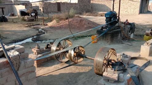单缸柴油机带动的粉碎机,见过这种机械的,都快有30岁了吧