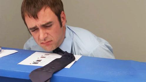 小伙上班期间溜出去偷吃东西,被上司用奇招惩罚:看你还怎么溜!
