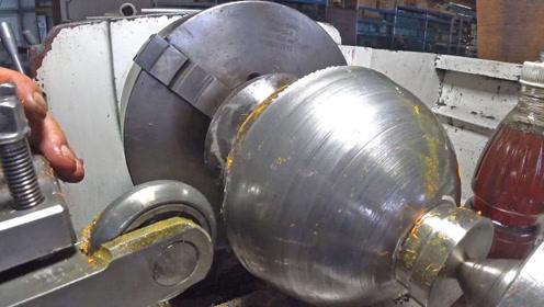 高速旋压加工一个半圆球,用钢片可不好加工,稍不小心就破裂了