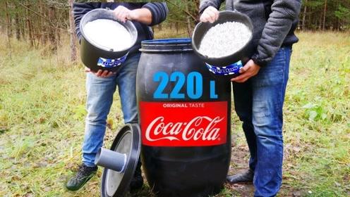 将可乐曼妥思小苏打,倒进220升的巨桶中,下一秒场面太壮观了!