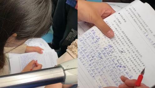 佛系加班!武汉90后老师地铁早高峰淡定批作文,每篇都有错别字