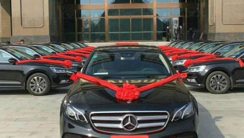 """河南首富""""养猪大王"""",靠22头猪发家,给员工的年终奖竟是一辆车"""