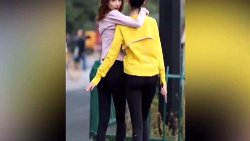 街拍美女:偶遇一对高颜值闺蜜逛街,你喜欢哪一位?
