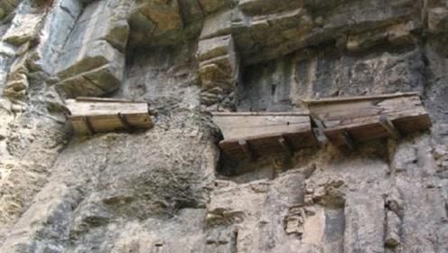 悬崖峭壁上的悬棺,古人是怎么放下去的?专家研究后:实在是太聪明了!