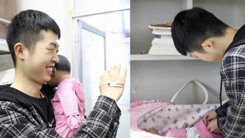 高校引进仿生婴儿,学生领养在寝室喂奶带娃
