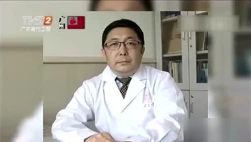 医生万米高空帮患者吸尿急救