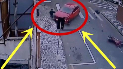 摩托车男子疯狂超车,路口偶遇女司机,监控拍下生前2秒!