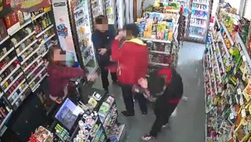 男子言语调戏便利店女店员  被对方怒甩剪刀打中头部出血