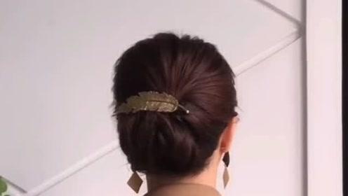 参加儿子婚礼,妈妈发型这样扎,超级优雅有气质