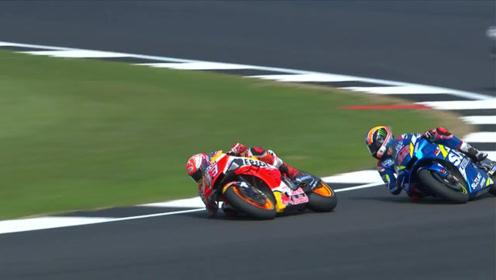 MOTO GP的车手也太恐怖了吧,摩托都快倒地了!