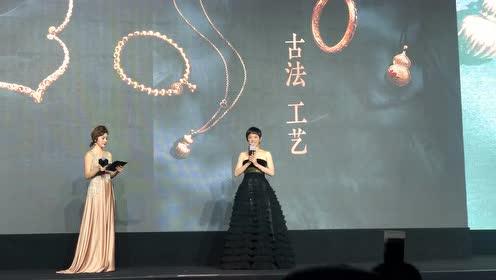 孙俪新造型太美了,短发配黑色抹胸蛋糕裙,美得惊艳又高级