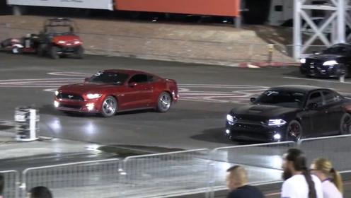 道奇战马vs福特野马,同是50万美式肌肉车,比赛结果各有千秋