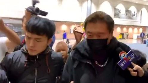 高以翔爸爸憔悴现身台北,哽咽首谈儿子猝死,遗体最快周一回台