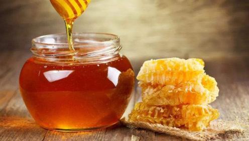 脸上有斑点很难看,用蜂蜜跟它泡茶喝,皮肤光泽又水嫩!赶紧试试