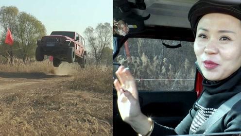 济南小伙驾面包越野场地赛连续飞车,美女司机险中夺冠!