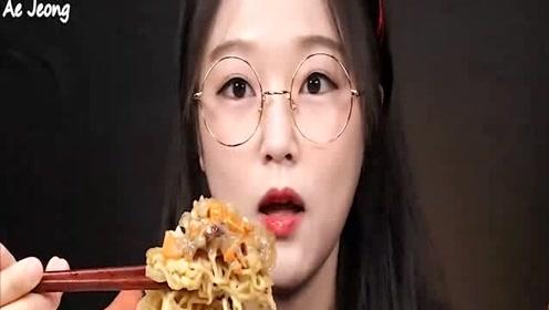 韩国可爱吃播Ae Jeong吃拉面和酱蟹!(上)