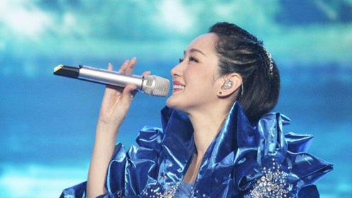 邓丽君万万没想到,杨钰莹敢这样翻唱她这首千古绝唱,歌声太像了