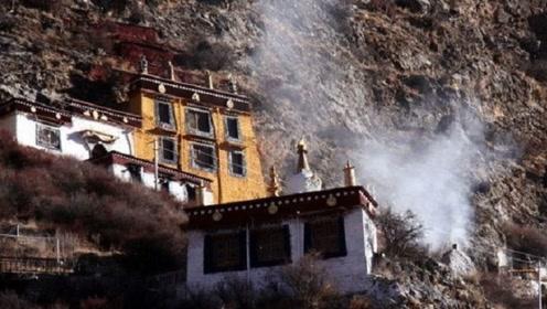 """中国最""""独特""""寺庙,镶嵌在4000米悬崖上,1500年来香火不断"""