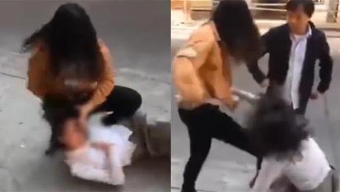 广东中山一女子抱起小孩就跑 警方通报:疑似精神病患者