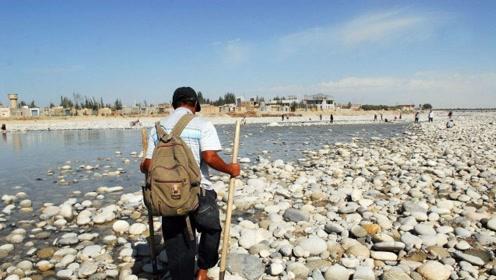 中国这条河吸引无数人前去寻宝 很多人都靠它发家致富