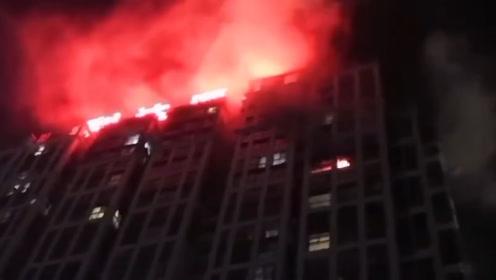 巴中一小区18楼起火 火光滔天住户紧急撤离