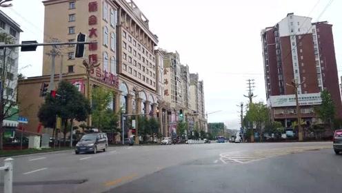 来到贵州这县城,环境好街道干净整洁,能看出这发展潜力很大