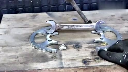 真是有才,牛人用牙盘改装成这个工具,真的很实用!