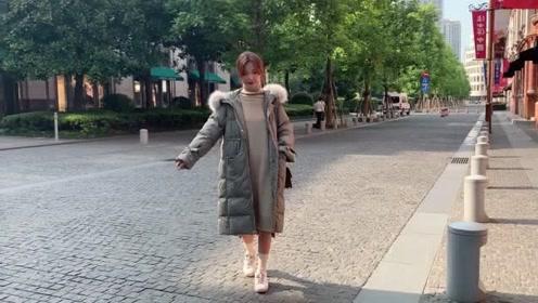 秋冬时尚潮流穿搭,舒适百搭长款棉服外套搭配,显瘦显高又气质