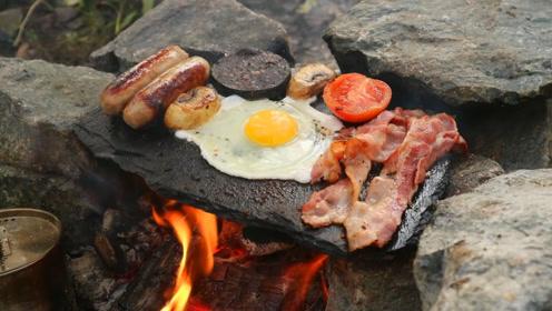 大叔丛林生存,石板煎五花肉和香肠,好不好吃自己看