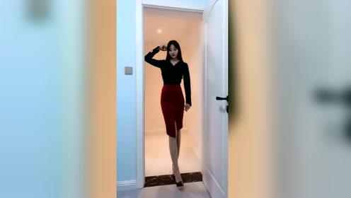 大美腿穿上紧身裙好性感呀