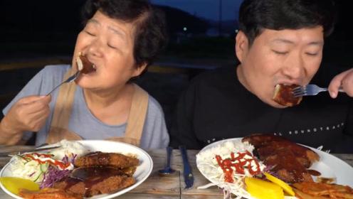 """韩国农村大妈在家自制""""芝士猪排"""",一口下去满满的芝士,看饿了"""