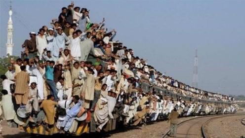 印度火车真的挂满了人吗?看到真实景象后,网友不淡定了!