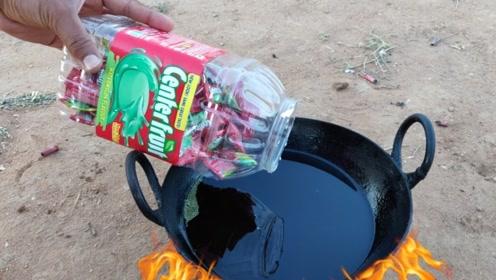 泡泡糖放在油锅里,能变成棉花糖吗?越看越觉得不一般