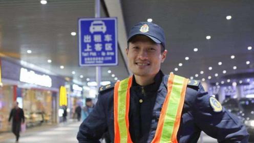 他是中国男篮的眼镜侠!是广东男篮夺冠的功臣,如今是交通执法员