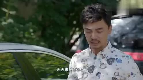 追婚记:女神的车被堵总裁开心有表现机会了!