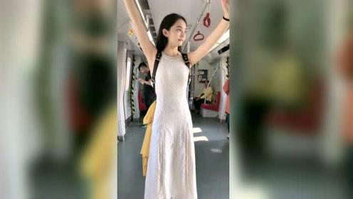 地铁上拍到的姑娘,真是美!