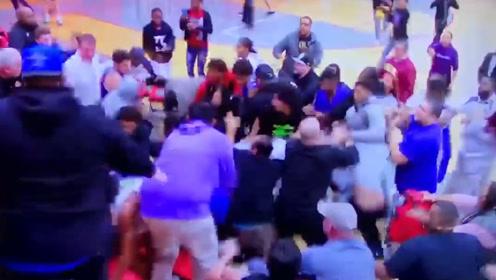 """高中篮球比赛握手引混战 男子抱起球员一把扔出""""战圈""""外"""